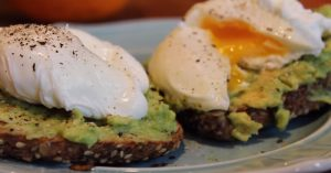 Quick And Easy Poached Egg & Avocado Toast For Breakfast