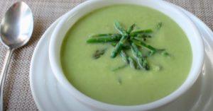 Simple Creamy Asparagus & Cauliflower Soup