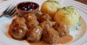 Swedish Beef & Pork Meatballs With Creamy Brown Gravy