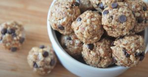 No-Bake Healthy Granola Energy Bites Recipe (Peanut Butter Chocolate)